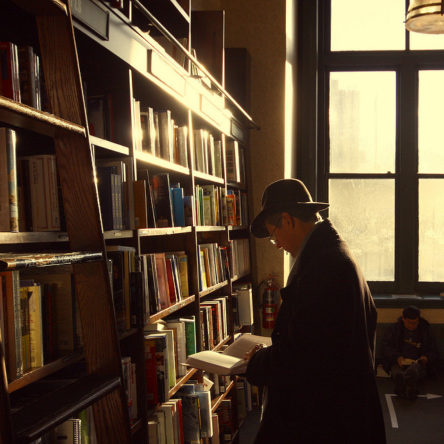 book browsing, draw the reader in